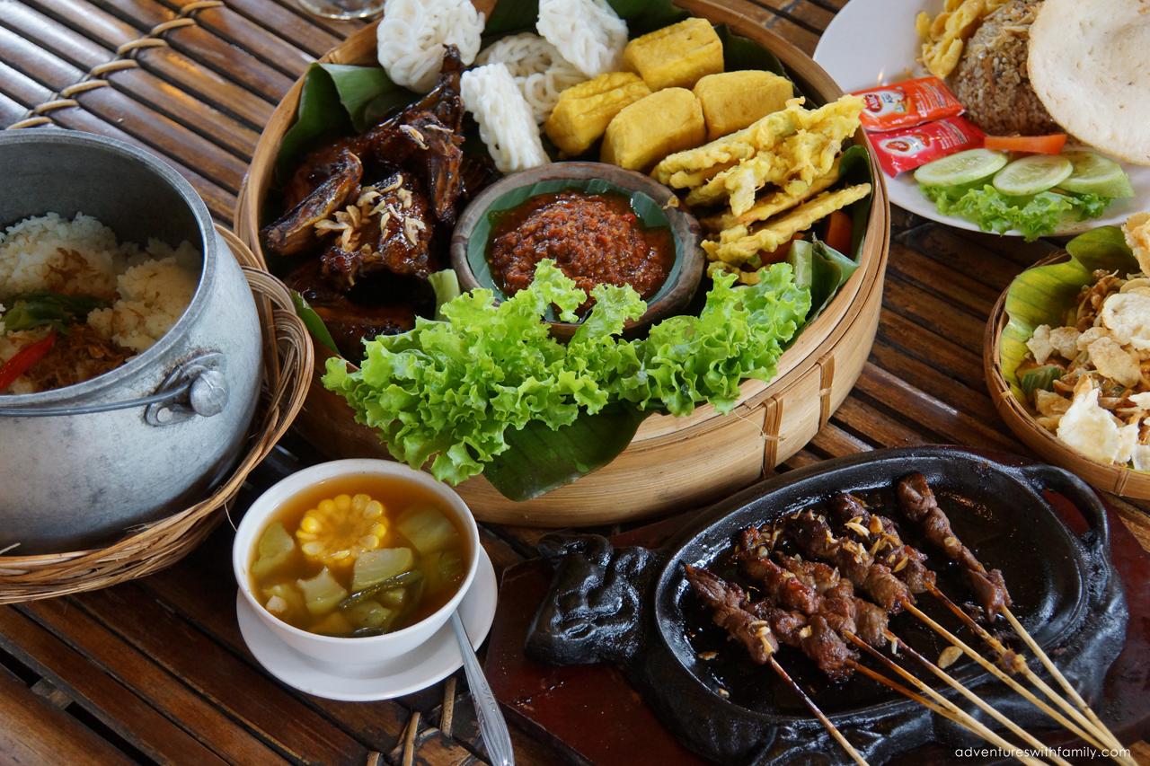 Sundanese Nasi komplit